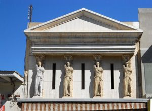 640px-Caryatids,_Nogales,_Mexico