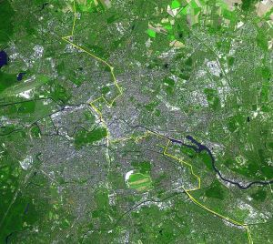 670px-Berlin_satellite_image_with_Berlin_wall
